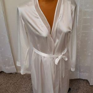 Oscar De La Renta size M white robe
